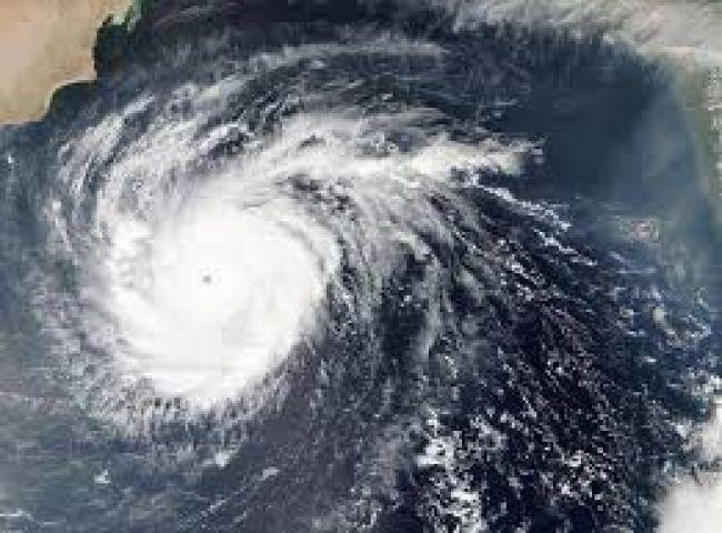 إعصار لبان يتجه نحو اليـمن تعرف كيف ظهرت تأثيراته الأولية